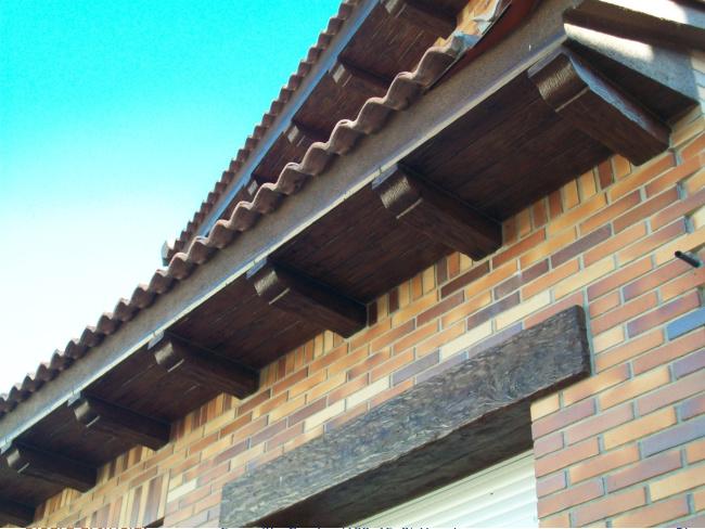 Canecillos y placas hormig n imitaci n madera - Placas imitacion ladrillo ...