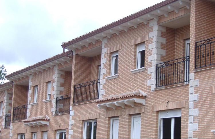 Esquinas fachada hormig n imitaci n madera y esquinas lisas piedra artificial - Piedra artificial para fachadas ...
