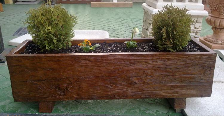 Jardineras maceteros piedra artificial y hormig n jard n y for Jardines con madera y piedra