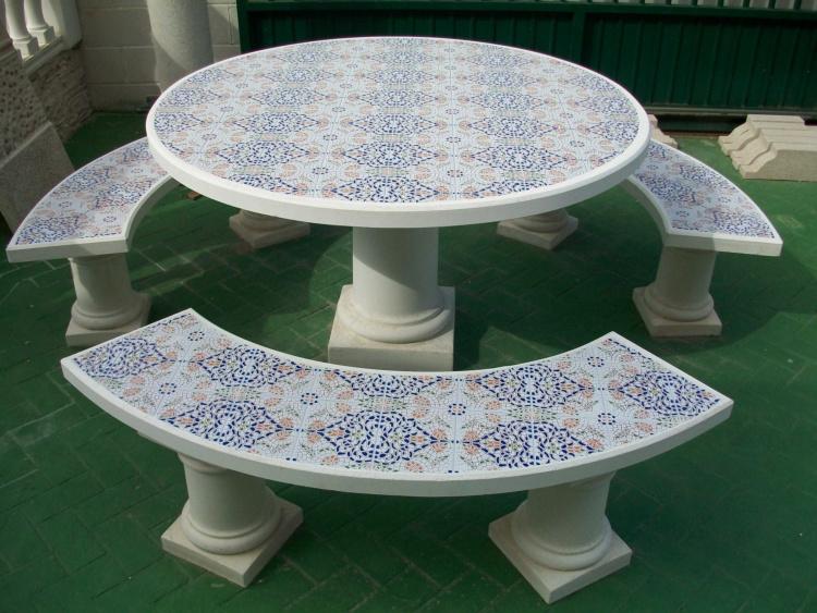 Mesas y bancos para jardines prefabricados piedra for Bancos de piedra para jardin