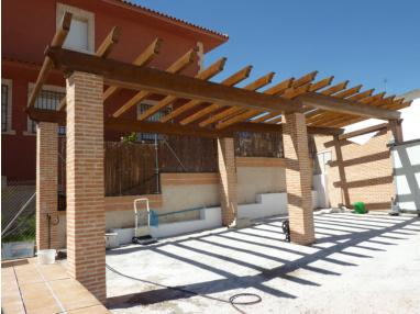 P rgolas porches cenadores prefabricados hormig n for Vigas de madera para jardin