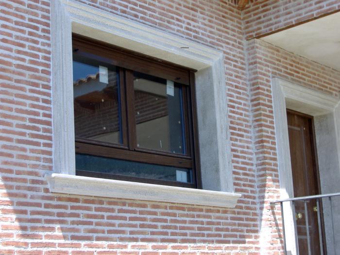 recercado ventana y puerta color ceniza claro